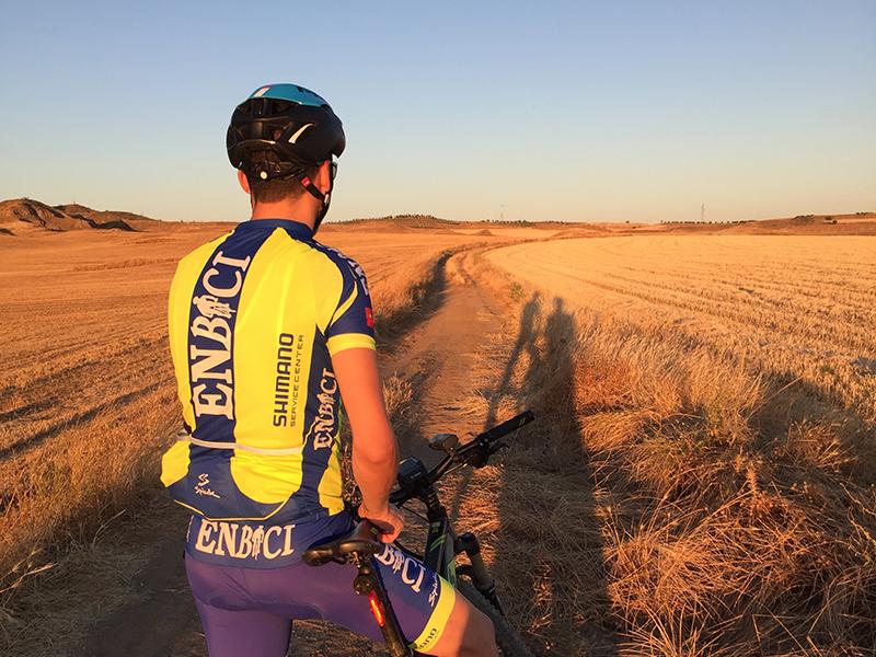 Equipamiento ciclista - Macario Tech Evening - Bicicletas Macario Arcalis Disc - EnBici - Pruebas sobre el terreno