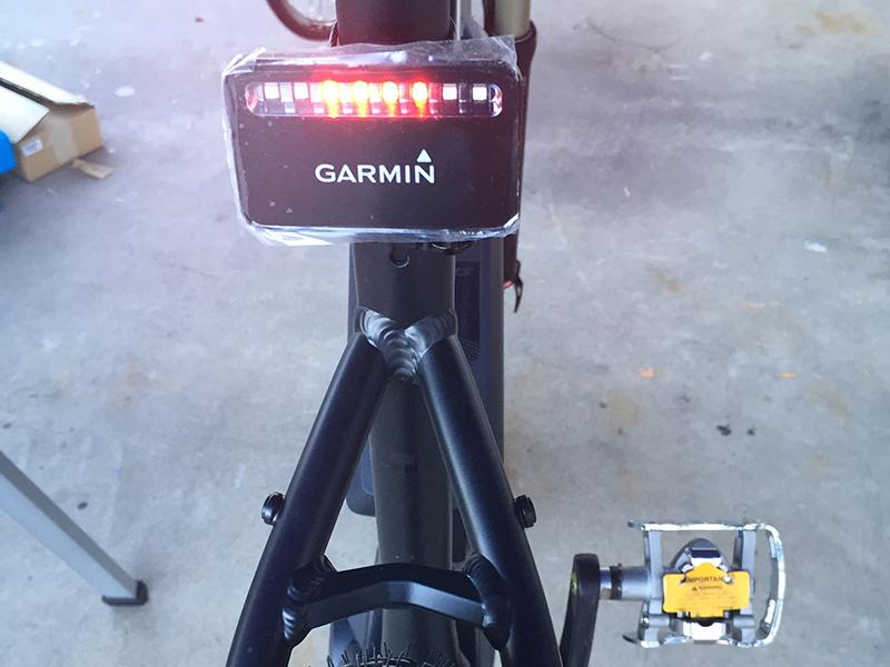 Equipamiento ciclista - Macario Tech Evening - EnBici Bicicletas en Alcobendas - Varia Radar Garmin
