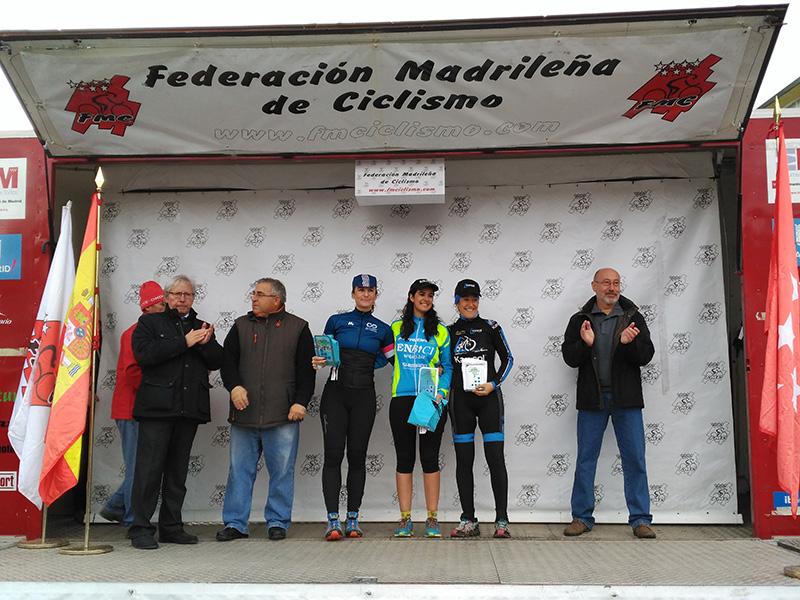 Cristina Arconada en el pódium de Navalafuente - Copa de Madrid de Ciclocross
