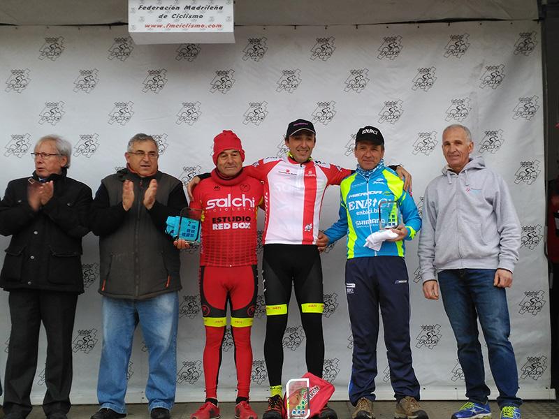 Enrique Aguado en el pódium de Navalafuente - Copa de Madrid Ciclocross