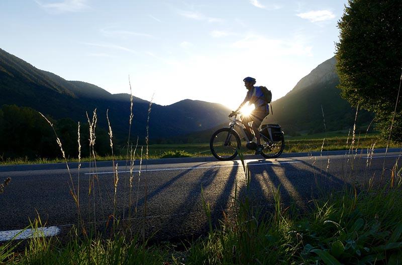 Ciclistas en la carretera - EnBici Blog