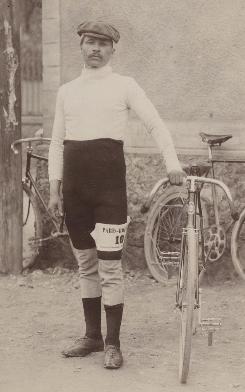 [Collection Jules Beau. Photographie sportive] : T. 6. Année 1898 / Jules Beau : F. 13v. John Higgins, sauteur américain, 3 avril 1898 ; Maurice Garin;