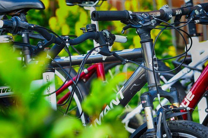 ¿Cómo llevar bicicletas en el coche?
